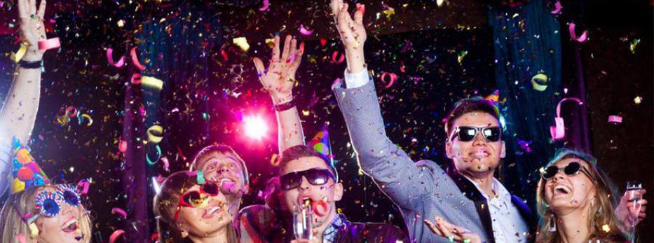 Проведение праздников, как профессиональных, так и тематических